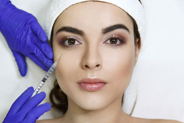 Injecting of dermal fillers